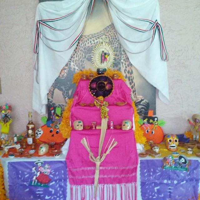 Pues aquí también hay altar